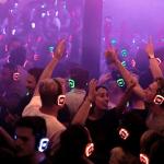Organiseer zelf een silent disco thuis!